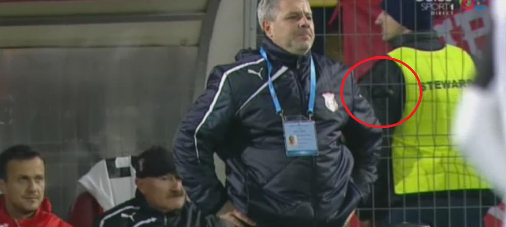 Sumudica, o simulare mica | Scandal in finalul primei reprize la Astra - Dinamo, dupa eliminarea lui Filip. Meciul a fost intrerupt minute bune