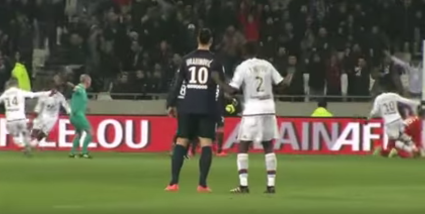 Moment senzational in derby-ul Lyon - PSG! Ce s-a intamplat in spatele lui Zlatan si cum s-a razbunat dupa cateva minute