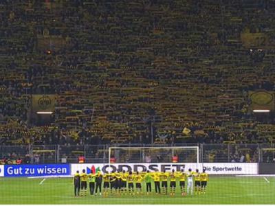 VIDEO Cum se aude linistea unui stadion plin cu 81.000 de spectatori si momentul dureros in care fanii canta You'll never walk alone: un suporter a murit in timpul meciului