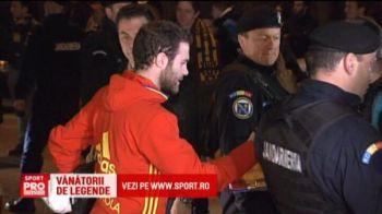 VIDEO Mata, singurul star din nationala Spaniei care a oferit autografe! Fanii s-au inghesuit la hotelul campionilor europeni