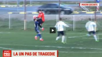 Ciocnire horror la un meci de Liga a 3-a! Un jucator a ramas inconstient pe gazon dupa aceasta intrare a portarului VIDEO