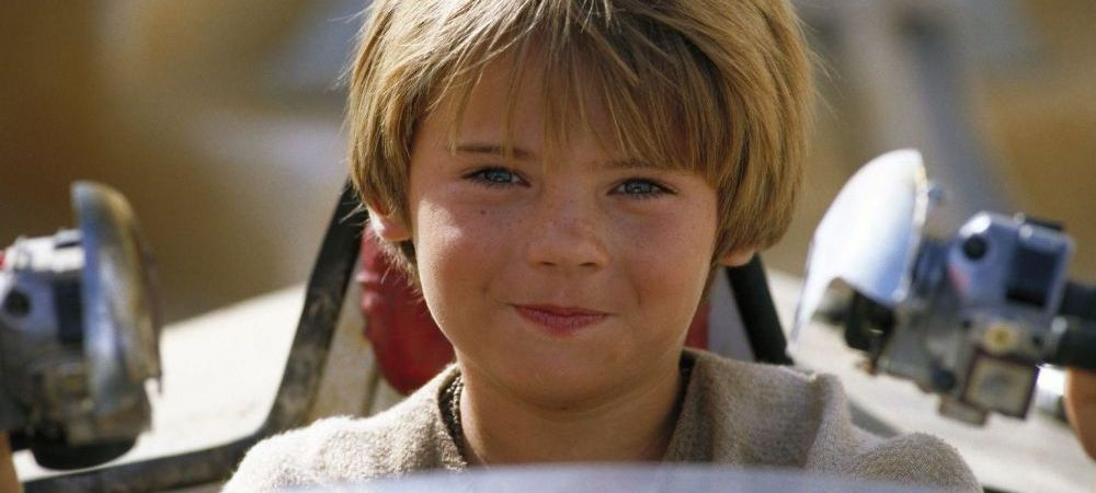 Il mai tii minte pe pustiul adorabil din primul episod din Star Wars? Actorul are probleme grave cu legea! Cum arata acum