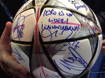 Mingea de 8,5 milioane € merge la muzeu! FOTO: Ce mesaje i-au dedicat jucatorii Realului marelui Ronaldo dupa hattrickul din Liga