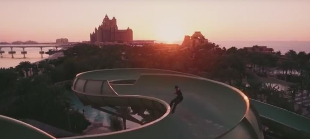 Imagini SENZATIONALE! S-a dat cu skate-ul pe un tobogan URIAS din Dubai! VIDEO