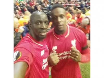 Fanul lui Liverpool care a trait un miracol in plus aseara pe Anfield! Si-a pierdut telefonul si cand l-a gasit... a vazut selfie-uri cu jucatorii in galeria foto :)