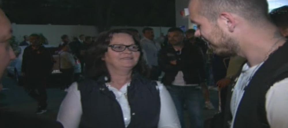'Bravo, mami! Ai fost super!' Imbratisarea emotionanta din fata stadionului! Imaginile nevazute cu Alibec si mama lui