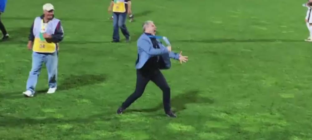 Gestul lui Sumudica de la finalul meciului cu Steaua! E la un pas de titlu cu Astra, dar s-a bucurat cu tricoul Rapidului