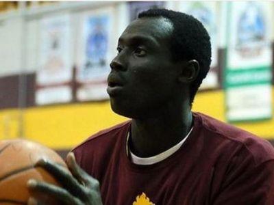 """El este """"Minala"""" din baschet: a vrut sa intre in NBA cu varsta de 17 ani! Canadienii nu rad, povestea lui ascunde o drama! Cati ani are de fapt"""