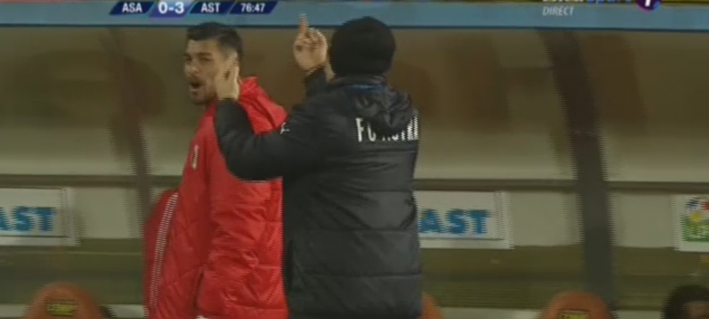 FOTO | Sumudica isi continua razboiul cu cei care il contesta: un nou gest obscen al antrenorului, in momentul in care Astra conducea cu 3-0