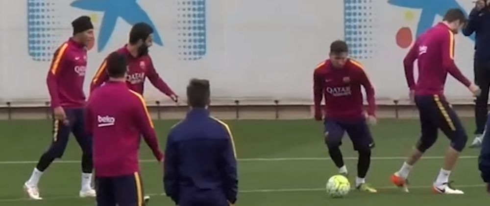 VIDEO! Pique nu a inteles unde e mingea! Ce i-a facut Messi la antrenament :)