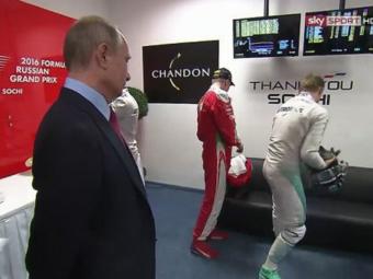 FOTO | Momentul fabulos in care Vladimir Putin este ignorat de campionul din F1: Rosberg si-a dat tarziu seama cine a venit sa-l vada :)
