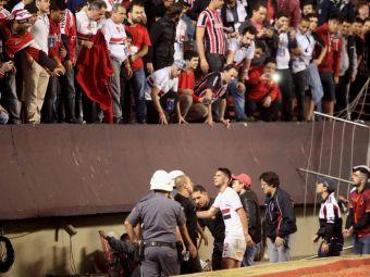 Scene DRAMATICE! Balustrada uneia dintre cele mai mari arene din Brazilia a cedat, 20 de fani au cazut de la 2,5 metri! VIDEO