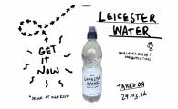 """Super idee! Un danez nebun s-a dus in Leicester sa vada care e treaba cu """"apa miraculoasa"""" din oras! Acum vinde sticla de apa de la robinet cu 50 de lire :) VIDEO"""