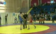 Scene socante in Rusia! A venit cu PISTOLUL la saltea la concursul de lupte! Toata lumea a inghetat de frica