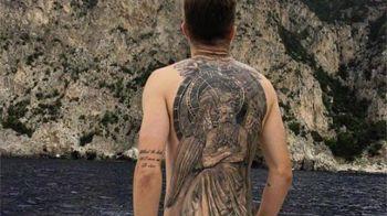 Jucatorul din Liga I care il copiaza pe Ibrahimovic: si-a acoperit complet spatele cu un tatuaj urias. Iti dai seama cine e? :)