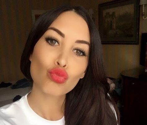 Ce a postat pe net aceasta femeie dupa Franta - Romania! Poza care ii doare pe romani