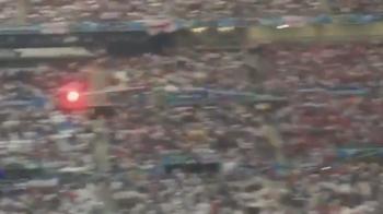 VIDEO INCREDIBIL! Rusii au aruncat petarde in tribuna Angliei! Probleme uriase de securitate pentru francezi