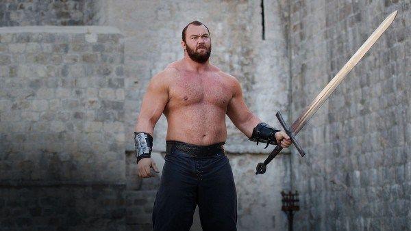 Il stii ca Muntele din Game of Thrones, dar nu o sa-ti vina sa crezi cum arata iubita lui! Abia ii ajunge pana la piept! VIDEO
