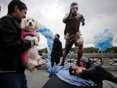 TOTUL pentru Messi! Argentinienii i-au facut statuie si il implora sa nu se retraga de la nationala. FOTO
