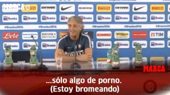 """Raspunsul lui Mancini atunci cand a fost intrebat despre viitorul lui Mauro Icardi: """"Nu stiu ce se discuta, nu ma uit la TV. Doar la filme porno"""" :)"""