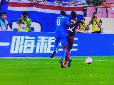 Demba Ba a suferit una dintre cele mai urate accidentari vazute in fotbal! Imaginile sunt cutremuratoare