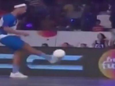 FABULOSINHO! Genialul Ronaldinho a reusit sa inscrie 5 goluri intr-un meci! Unul dintre ele e o adevarata bijuterie VIDEO