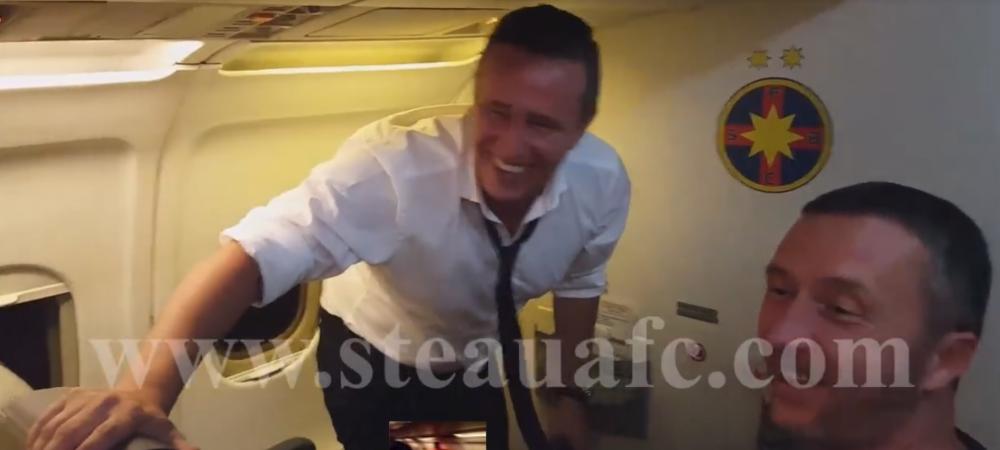 """VIDEO PARTY in avionul care a adus Steaua de la Timisoara: """"Cola la toata lumea!"""" Reghe implineste 41 de ani!"""