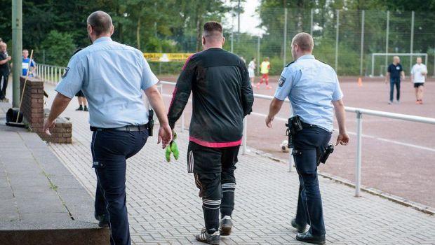 Politistii l-au arestat direct de pe teren! INCREDIBIL! Cate goluri a incasat un portar din Germania!
