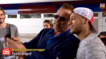 Terminatorul i-a vizitat pe terminatorii Barcelonei. Arnold Schwarzenegger i-a dat sfaturi lui Neymar despre cum sa faca muschi :) VIDEO