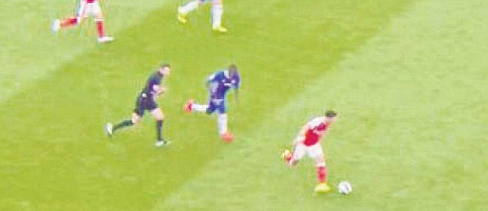 Moment fabulos in Arsenal - Chelsea! Cum a fost depasit la viteza de ARBITRU acest jucator de 30 mil lire, in timp ce echipa sa era umilita pe teren