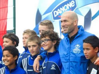 SUPERCONCURS: Spune-ne ce i-ai zice lui Zinedine Zidane daca l-ai intalni si poti castiga iaurt pana la finalul anului si o minge semnata de Hagi :)