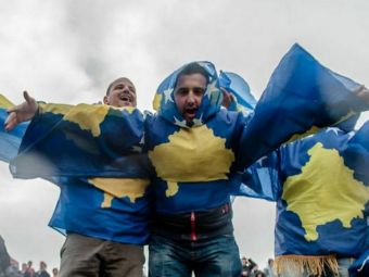 "Pe teren propriu...in alta tara. Kosovo joaca primul meci din istorie ""acasa"", suporterii au epuizat biletele in timp record. Unde se va desfasura partida"