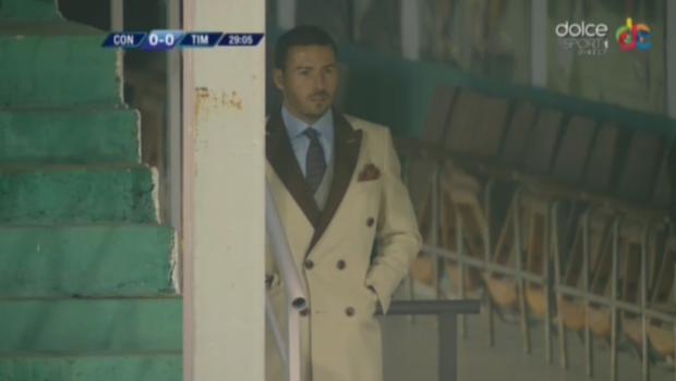 """""""Printul"""" Cristea n-a murit, """"Printul"""" Cristea este HIT :) Adrian Cristea inca face senzatie pe stadioanele din Liga I, dar la tribuna oficiala! Cum a aparut la meciul Chiajna - Poli Timisoara"""