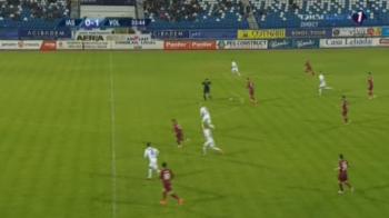 L-a dus Capatana :) Mihai Capatana, de la Voluntari, a inscris unul dintre cele mai tari goluri ale sezonului din Liga I: sut din propria jumatate. FOTO