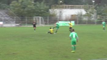 IMAGINI SOCANTE   Fotbal cu lovituri interzise si in cusca de MMA! VIDEO: Ce s-a intamplat la un meci din Romania