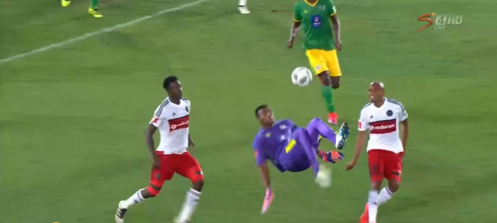 Era minutul 90+5, iar portarul a urcat in careul advers la un corner. Gol absolut fabulos, DIN FOARFECA, marcat in Africa de Sud
