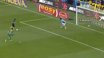 Cea mai mare ratare din cariera lui Tevez. Faza absolut incredibila in ultimul meci al Bocai: a driblat portarul, dar apoi s-a facut de ras. VIDEO
