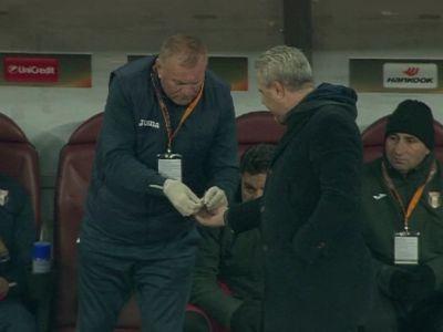 Tensiune uriasa pe National Arena! Sumudica i-a cerut pastile medicului in timpul meciului cu Roma. FOTO