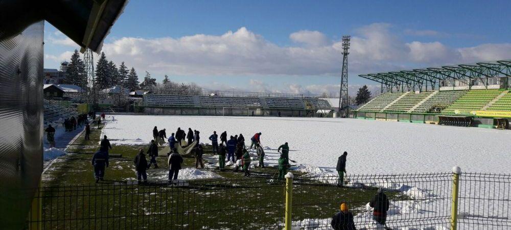 De tinut minte! Metoda romaneasca pentru un teren bun pe timp de iarna! Ce s-a intamplat azi la Mioveni, cu o zi inainte de meciul cu Steaua (ProTV)