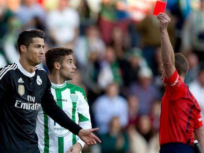 O noua regula FIFA care va face sa ploua cu cartonase rosii! Ce rol va avea capitanul echipei pe viitor