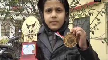 Un copil de clasa a 2a a ajuns campion national la box! Cine e pustiul care a castigat medalia de aur la 8 ani