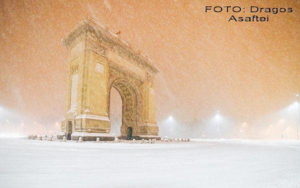Ce a surprins un fotograf azi-noapte, in Bucuresti, cand orasul era pustiu. FOTO