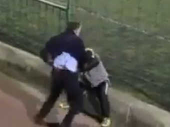 VIDEO SOCANT la un meci de fotbal intre juniori: doi parinti s-au batut ca in ringul de MMA