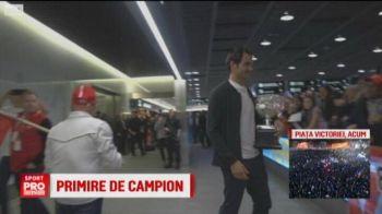Primire pentru un campion: Federer, asteptat de fanii elvetieni pe aeroport. VIDEO