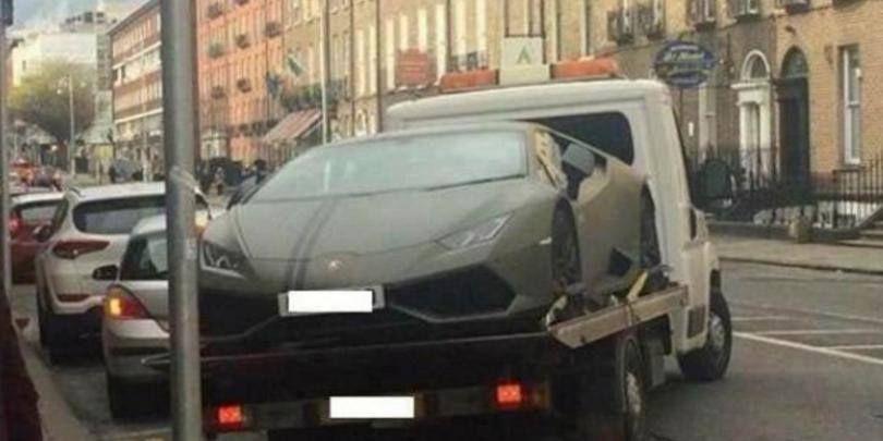 Cui ii apartine acest Lamborghini UNIC ridicat de Politie! Abia a dat o avere ca sa cumpere aceasta bijuterie