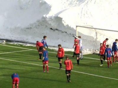 IMAGINI COLOSALE intr-un meci de fotbal! Zapada de 6 metri, nameti URIASI in jurul terenului. In ce conditii s-a jucat