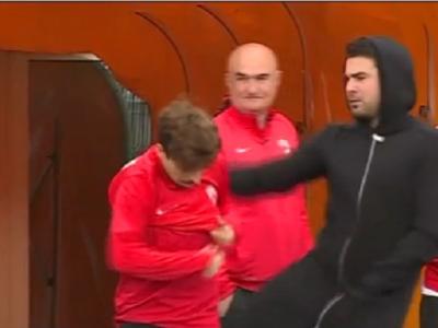 """Betia puterii la Dinamo: Mutu l-a """"capacit"""" pe Patrick Petre la antrenament! Reactia lui Petre Jr. dupa ce a fost luat la suturi :)"""