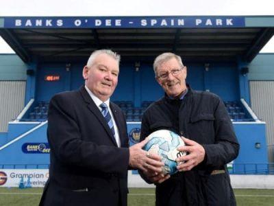 Cel mai puternic sut din istorie :) O minge sutata in afara stadionului a fost gasita la 1800 km distanta