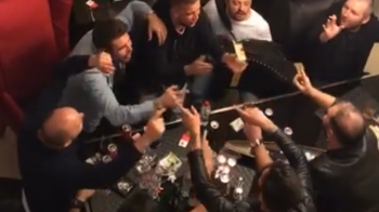 Imagini nebune cu Mutu, postate la 5 dimineata. Managerul lui Dinamo, cantand manele alaturi de lautari. VIDEO