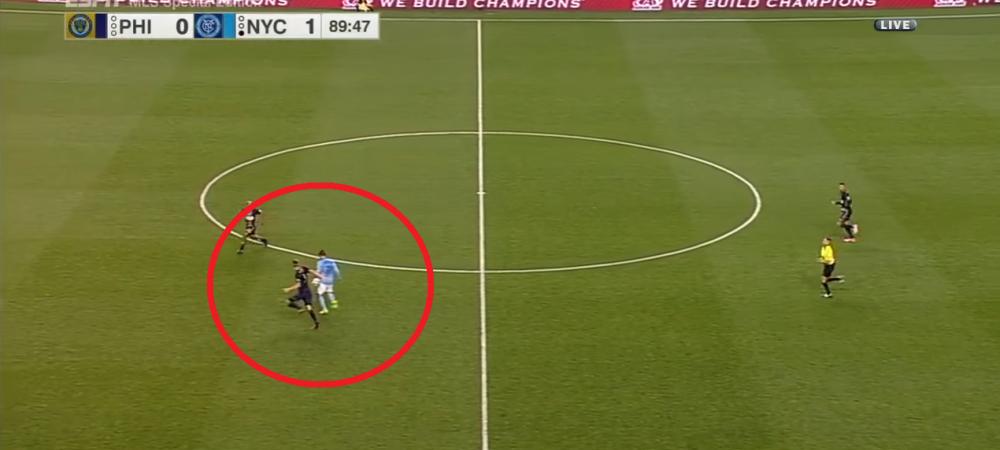 Asa arata o executie de campion mondial! David Villa a marcat azi-noapte unul dintre golurile carierei, cu un lob de la mijlocul terenului